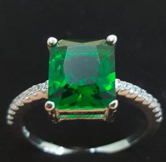 Yeşil Taşlı 925 Ayar Gümüş Yüzük